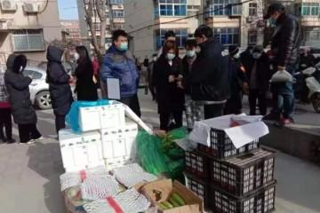 """华润万家员工出动配送到社区,保障石家庄""""菜篮子""""供应"""